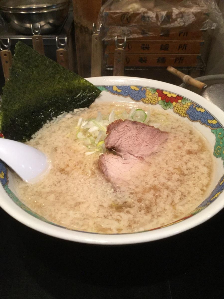 府中市是政のラーメン屋「暁」へ行って、にんにくをすってみた!