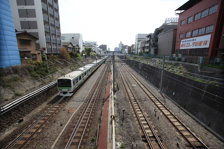train-1718402__480.jpg