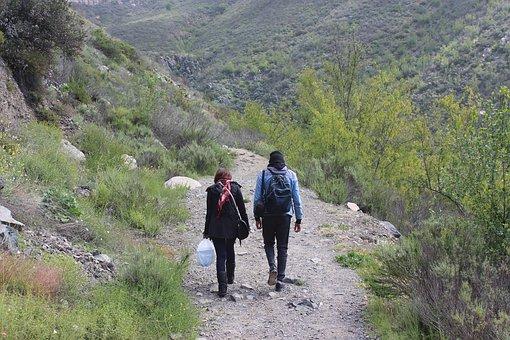 hiking-1643058__340.jpg